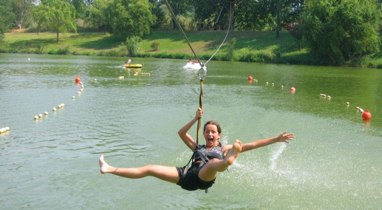 """Outside activities """"Les Aventuriers"""" Lake St Jean Pla de Corts"""