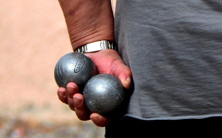 A game of jeu de boules in Racou